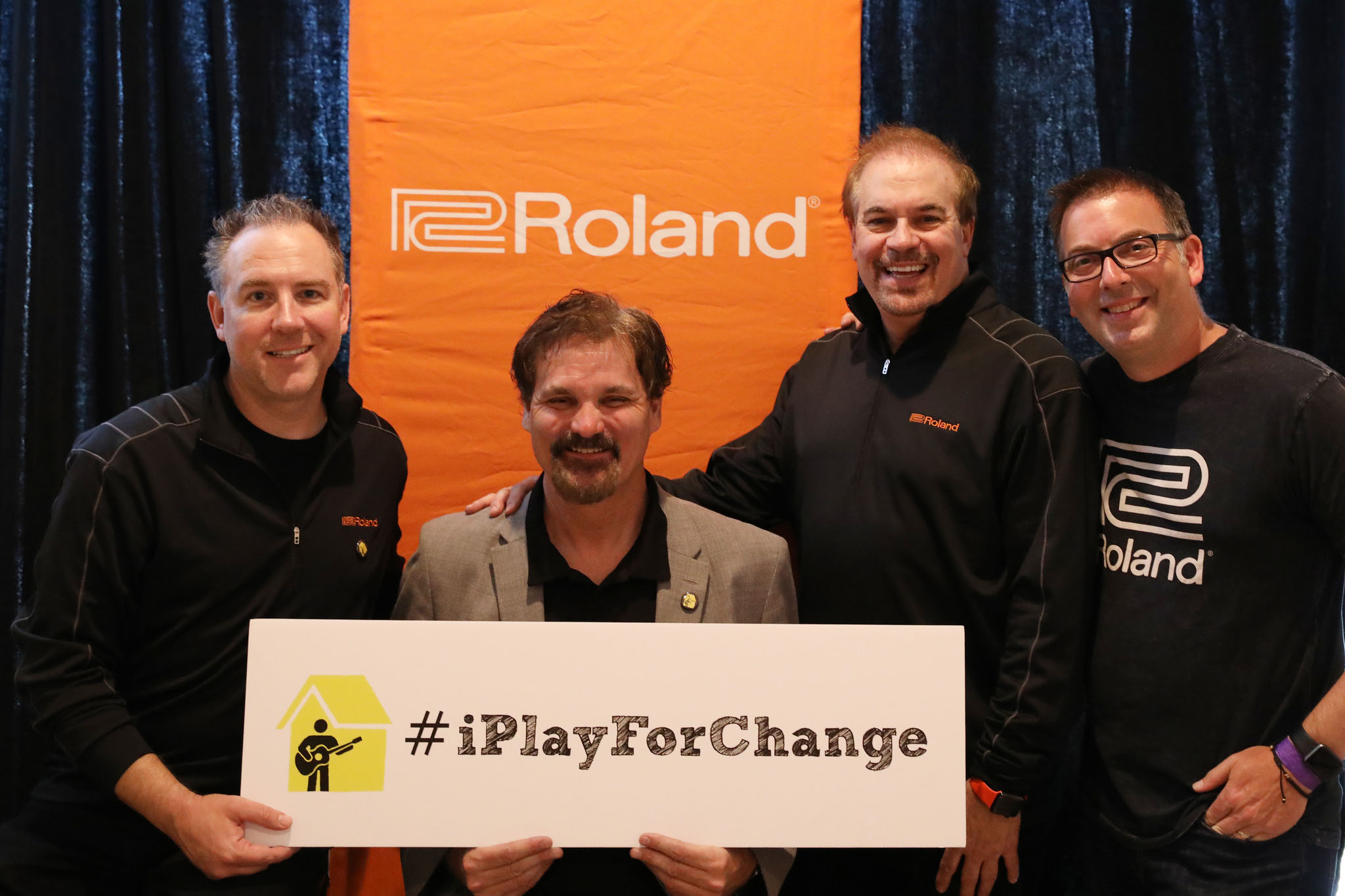 http://www.clynemedia.com/Roland/PlayingForChangePartnership/Roland_Playing_for_Change_Group.jpg