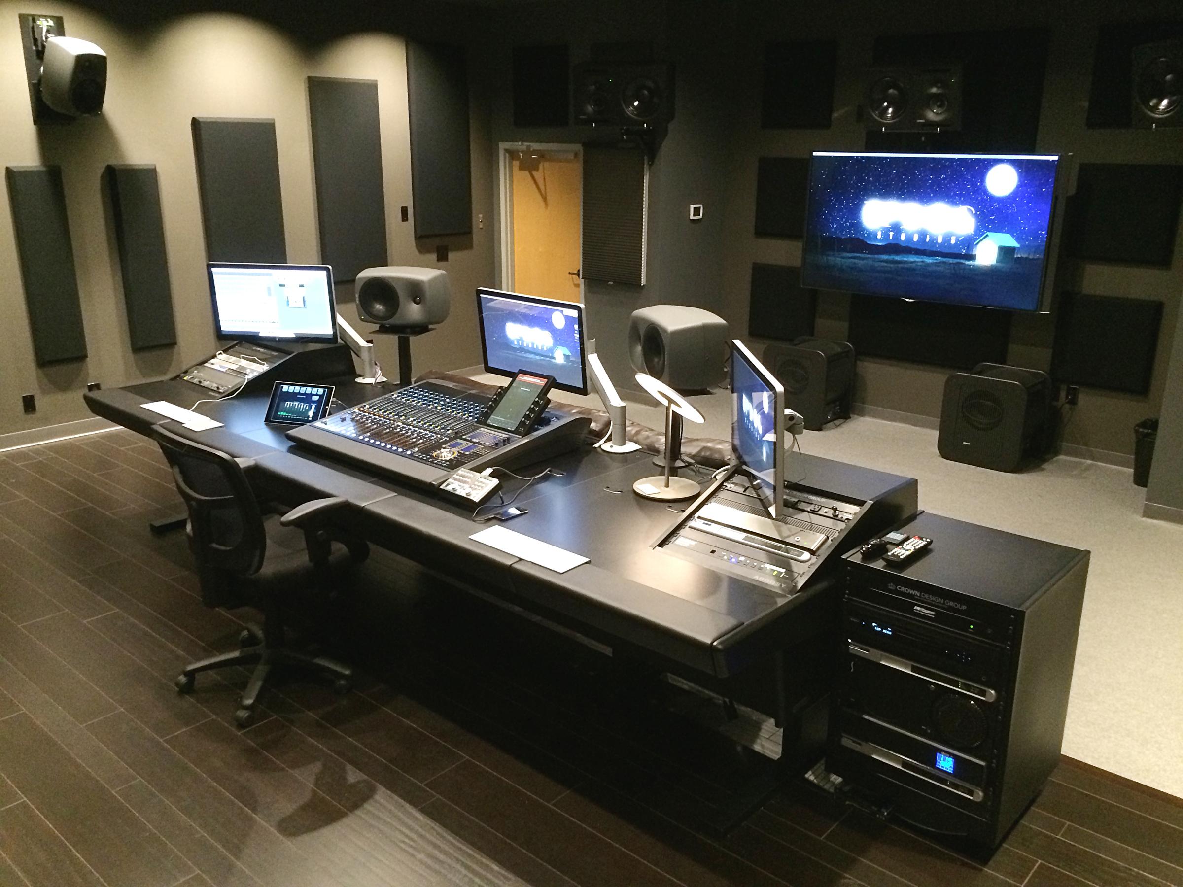 http://clynemedia.com/genelec/Updog/Updog_Studio.JPG